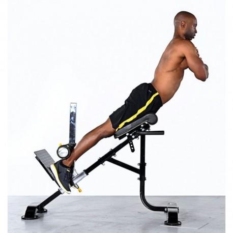 L'hyperextension est un exercice de la chaise romaine qui offre un entrainement complet du couprs.