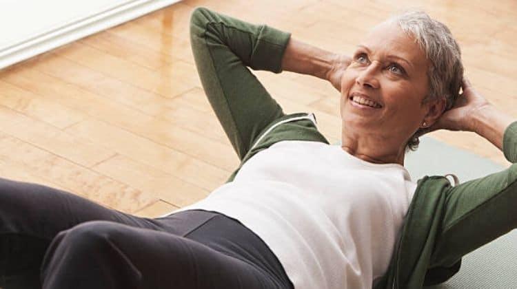 Top 5 des exercices d'abdos pour les femmes de 50 ans