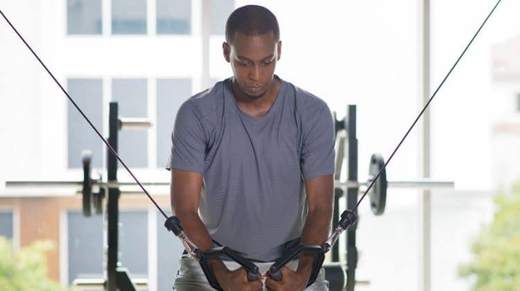 Top 7 des exercices de pectoraux à la poulie pour une poitrine solide