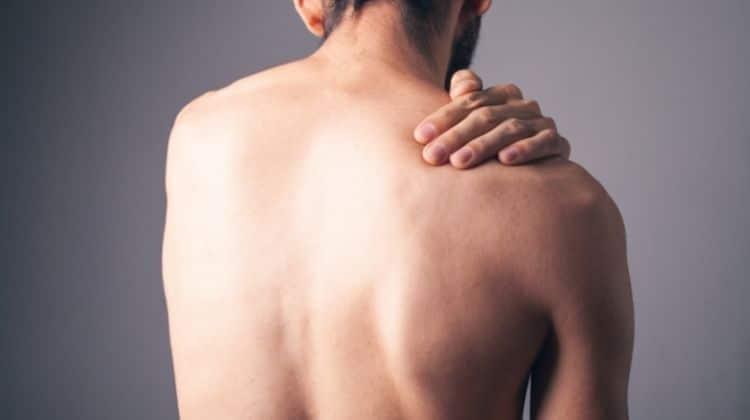 Épaule qui craque en musculation : causes et solutions
