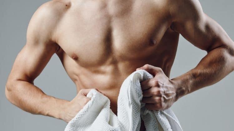 Le pull-over pour pectoraux : idéal pour une poitrine musclée ?
